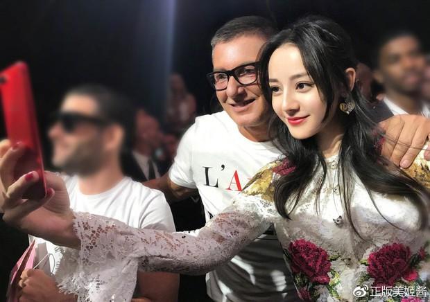 Trang Sina đăng tin NTK Stefano Gabbana có thể bị đuổi, nhân viên Dolce & Gabbana tại Trung Quốc nghỉ việc tập thể - Ảnh 7.