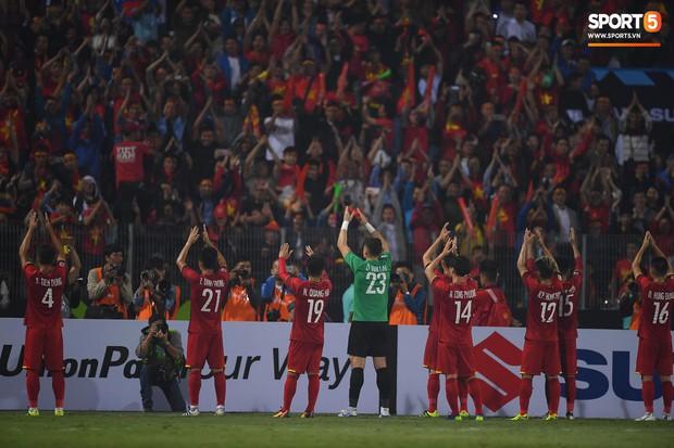 5 cầu thủ Hà Nội xúc động chào cờ trong trận đấu quốc tế cuối cùng tại Hàng Đẫy - Ảnh 6.