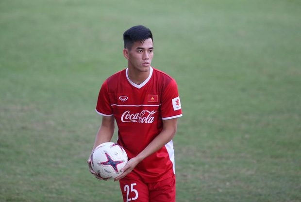 Tất tần tật về Tiến Linh - cầu thủ điển trai mở tỉ số cho đội tuyển Việt Nam - Ảnh 1.