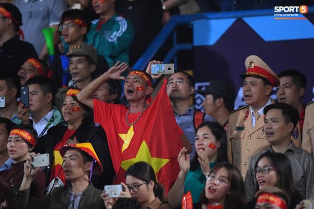 5 cầu thủ Hà Nội xúc động chào cờ trong trận đấu quốc tế cuối cùng tại Hàng Đẫy - Ảnh 5.