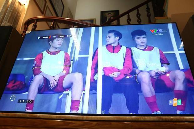 """Gia đình tuyển thủ Việt Nam """"mở hội"""" xem và cổ vũ đội bóng áo đỏ ở trận quyết định tấm vé bán kết - Ảnh 9."""