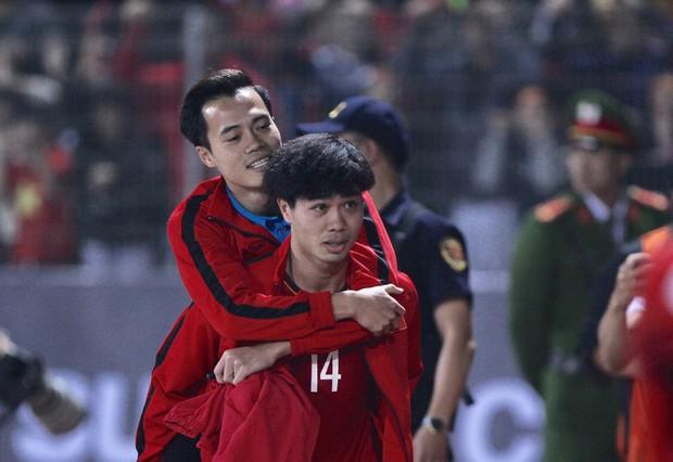 HLV Park Hang-seo: Văn Toàn suy sụp sau khi dính chấn thương - Ảnh 2.