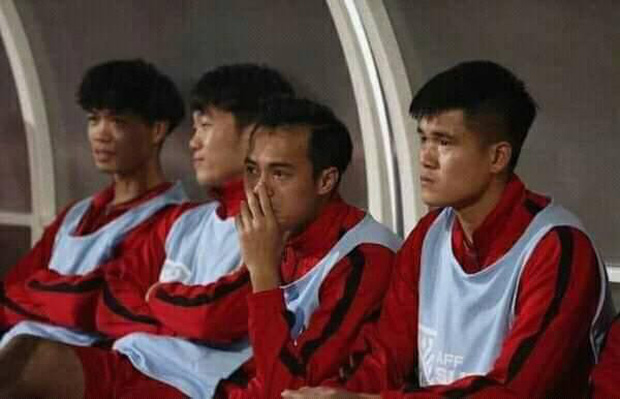 Văn Toàn bật khóc khi đồng đội giơ áo số 9 ăn mừng bàn thắng - Ảnh 1.