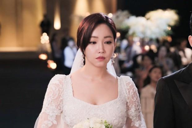 """Các quý cô """"nguy hiểm"""" trong phim Hàn: Hoa hồng đẹp là hoa hồng có gai! - Ảnh 14."""