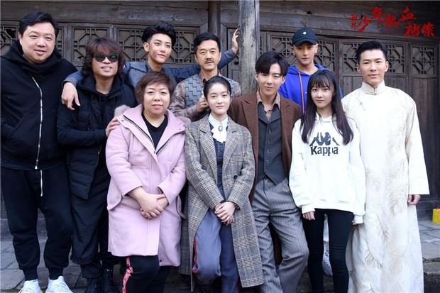 Dở khóc dở cười với nụ hôn không thuận hướng của Hoàng Tử Thao và Trương Tuyết Nghênh trên màn ảnh - Ảnh 1.