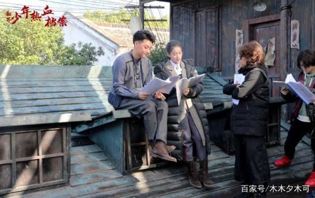 Dở khóc dở cười với nụ hôn không thuận hướng của Hoàng Tử Thao và Trương Tuyết Nghênh trên màn ảnh - Ảnh 4.