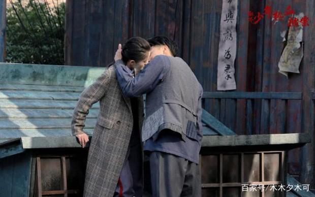 Dở khóc dở cười với nụ hôn không thuận hướng của Hoàng Tử Thao và Trương Tuyết Nghênh trên màn ảnh - Ảnh 7.