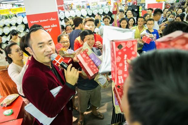 Lộ diện người đầu tiên trúng thưởng ô tô VinFast tại Việt Nam trong cuộc đua mua sắm VinMart & VinMart+ - Ảnh 10.