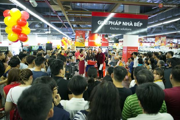 Lộ diện người đầu tiên trúng thưởng ô tô VinFast tại Việt Nam trong cuộc đua mua sắm VinMart & VinMart+ - Ảnh 16.