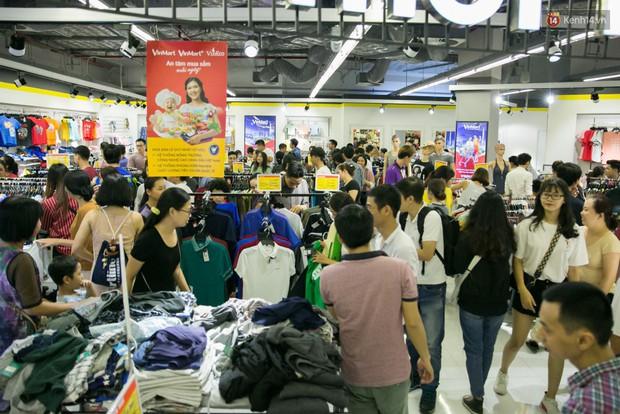 Lộ diện người đầu tiên trúng thưởng ô tô VinFast tại Việt Nam trong cuộc đua mua sắm VinMart & VinMart+ - Ảnh 3.