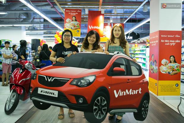 Lộ diện người đầu tiên trúng thưởng ô tô VinFast tại Việt Nam trong cuộc đua mua sắm VinMart & VinMart+ - Ảnh 23.