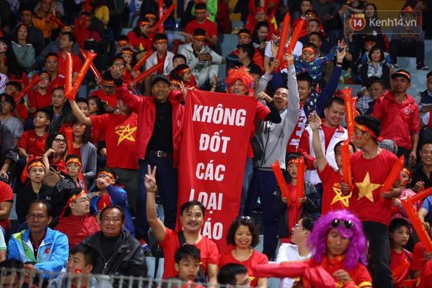 Khi con gái dự đoán bóng đá: Việt Nam sẽ thua trên chấm 11m, Campuchia lên ngôi tại AFF Cup - Ảnh 2.
