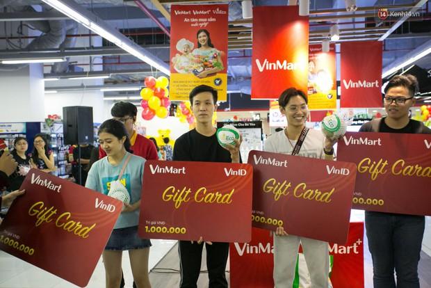 Lộ diện người đầu tiên trúng thưởng ô tô VinFast tại Việt Nam trong cuộc đua mua sắm VinMart & VinMart+ - Ảnh 6.