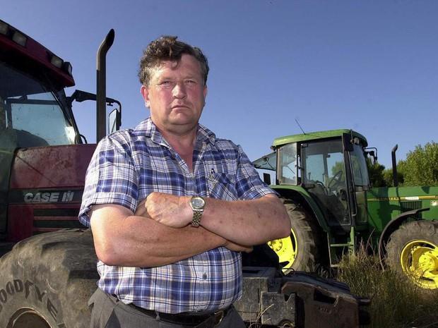 Chỉ vì một phút sơ sẩy, tỷ phú nông dân bị chó cưng lái máy kéo tông chết - Ảnh 1.