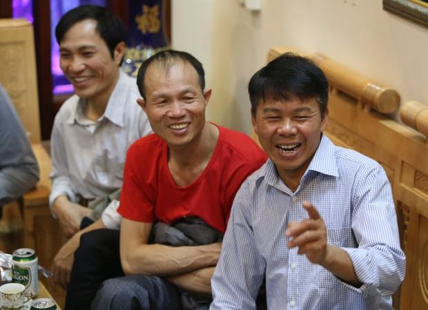 """Gia đình tuyển thủ Việt Nam """"mở hội"""" xem và cổ vũ đội bóng áo đỏ ở trận quyết định tấm vé bán kết - Ảnh 11."""