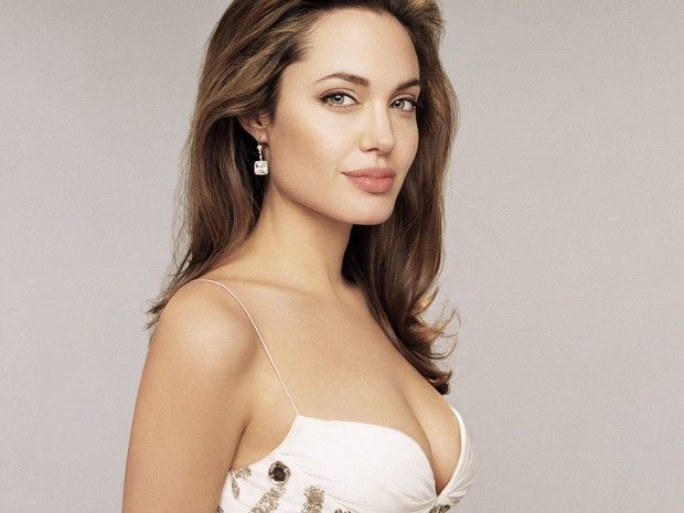 Từ Angelina, Phạm Băng Băng đến Kim Tae Hee: Các nữ thần đẹp nhất showbiz thế giới nay đều lộ những nếp nhăn tuổi tác - Ảnh 1.