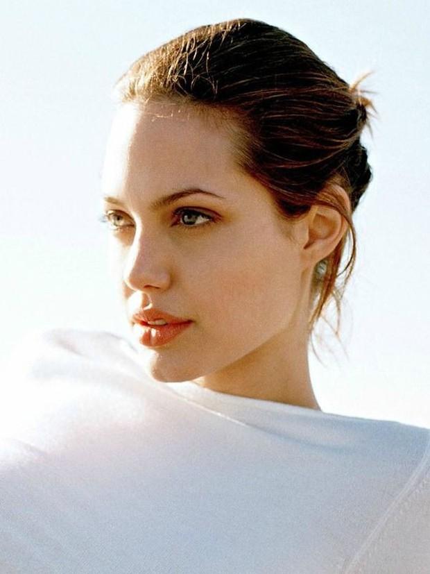 Từ Angelina, Phạm Băng Băng đến Kim Tae Hee: Các nữ thần đẹp nhất showbiz thế giới nay đều lộ những nếp nhăn tuổi tác - Ảnh 2.