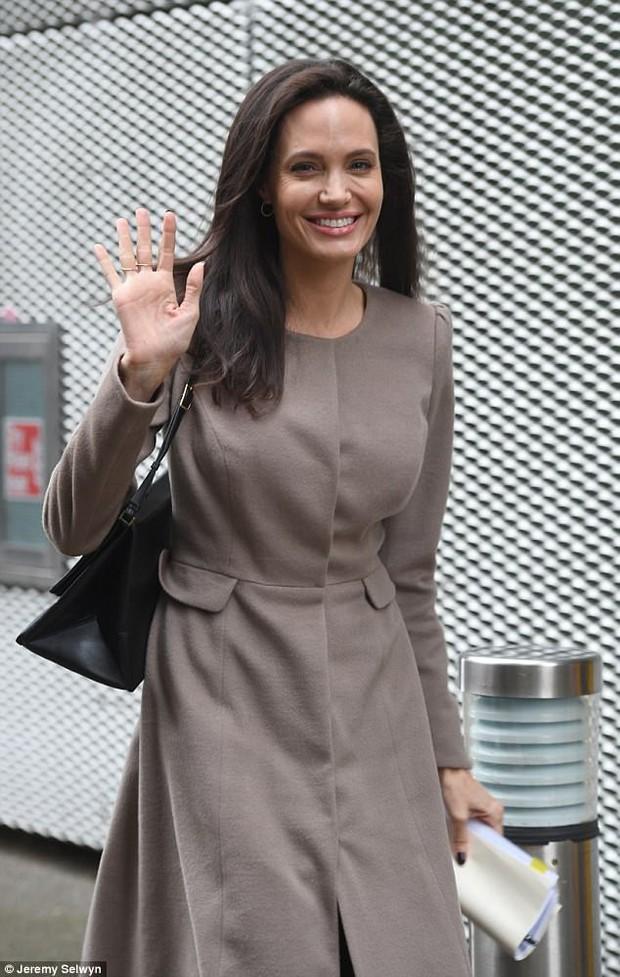 Từ Angelina, Phạm Băng Băng đến Kim Tae Hee: Các nữ thần đẹp nhất showbiz thế giới nay đều lộ những nếp nhăn tuổi tác - Ảnh 3.