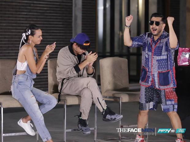 The Face Men: Vừa được cứu 1 thí sinh, HLV gốc Việt lập tức mất đi 1 thành viên khác - Ảnh 3.