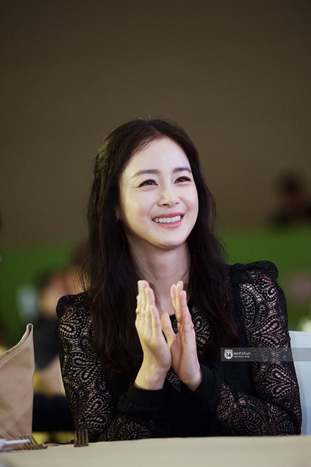 Từ Angelina, Phạm Băng Băng đến Kim Tae Hee: Các nữ thần đẹp nhất showbiz thế giới nay đều lộ những nếp nhăn tuổi tác - Ảnh 12.