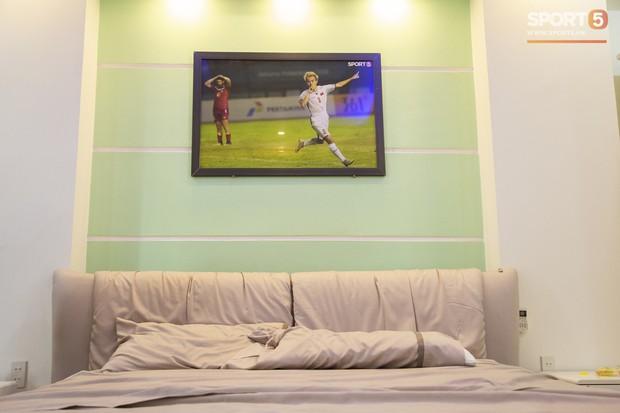 Các fan Big Bang lại được dịp yêu Văn Toàn hơn nữa khi nhìn thấy thứ này trong phòng ngủ của anh - Ảnh 5.