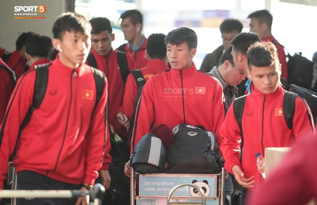 Ảnh hưởng của bão số 9, tuyển Việt Nam đổi kế hoạch tập luyện cho bán kết AFF Cup 2018 - Ảnh 1.