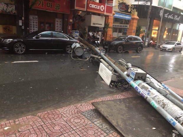 Dân Sài Gòn đồng loạt chia sẻ ảnh và clip chống bão, lội ngập trong trận mưa như trút cả ngày vì bão số 9 - Ảnh 3.