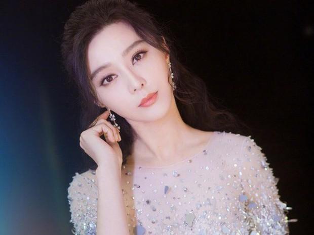 Từ Angelina, Phạm Băng Băng đến Kim Tae Hee: Các nữ thần đẹp nhất showbiz thế giới nay đều lộ những nếp nhăn tuổi tác - Ảnh 22.