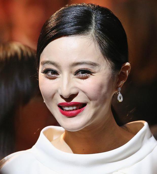 Từ Angelina, Phạm Băng Băng đến Kim Tae Hee: Các nữ thần đẹp nhất showbiz thế giới nay đều lộ những nếp nhăn tuổi tác - Ảnh 23.