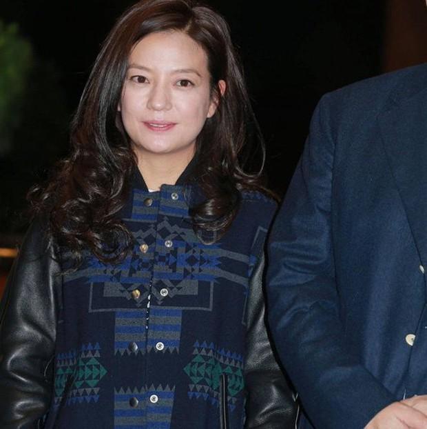 Từ Angelina, Phạm Băng Băng đến Kim Tae Hee: Các nữ thần đẹp nhất showbiz thế giới nay đều lộ những nếp nhăn tuổi tác - Ảnh 25.