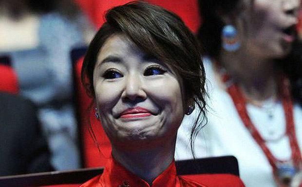 Từ Angelina, Phạm Băng Băng đến Kim Tae Hee: Các nữ thần đẹp nhất showbiz thế giới nay đều lộ những nếp nhăn tuổi tác - Ảnh 29.