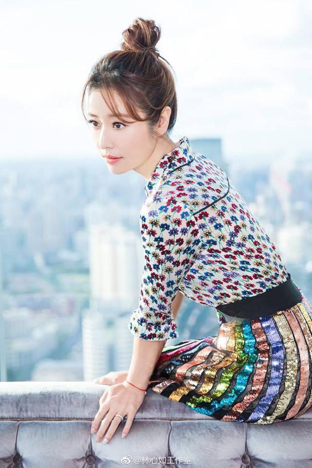 Từ Angelina, Phạm Băng Băng đến Kim Tae Hee: Các nữ thần đẹp nhất showbiz thế giới nay đều lộ những nếp nhăn tuổi tác - Ảnh 27.
