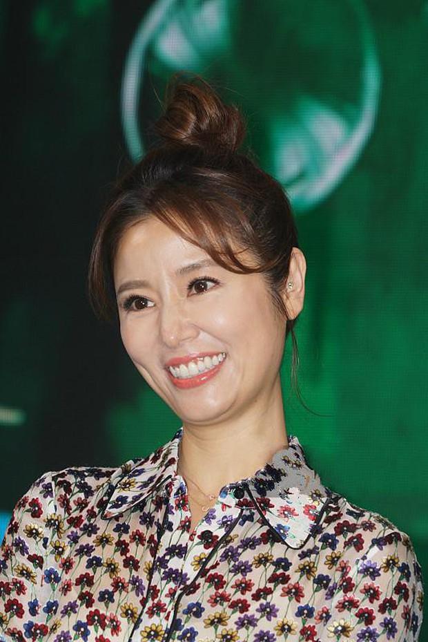 Từ Angelina, Phạm Băng Băng đến Kim Tae Hee: Các nữ thần đẹp nhất showbiz thế giới nay đều lộ những nếp nhăn tuổi tác - Ảnh 28.