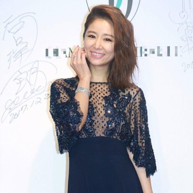 Từ Angelina, Phạm Băng Băng đến Kim Tae Hee: Các nữ thần đẹp nhất showbiz thế giới nay đều lộ những nếp nhăn tuổi tác - Ảnh 31.