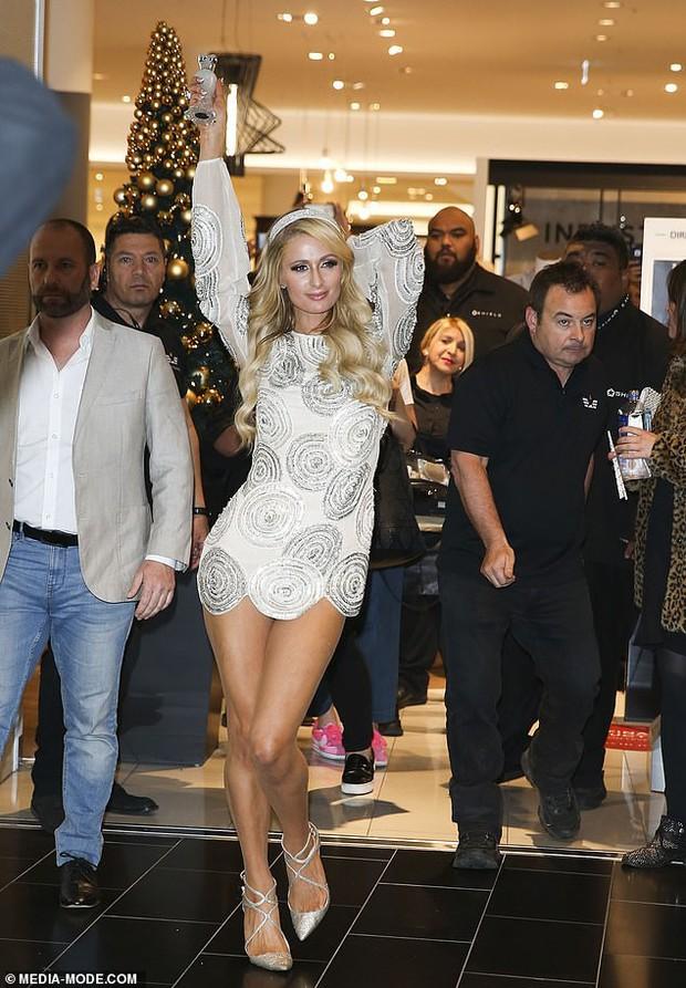 Paris Hilton: Nàng tiểu thư dù hết thời vẫn giữ được nhan sắc đầy trẻ trung và gợi cảm ở tuổi U40 - Ảnh 1.