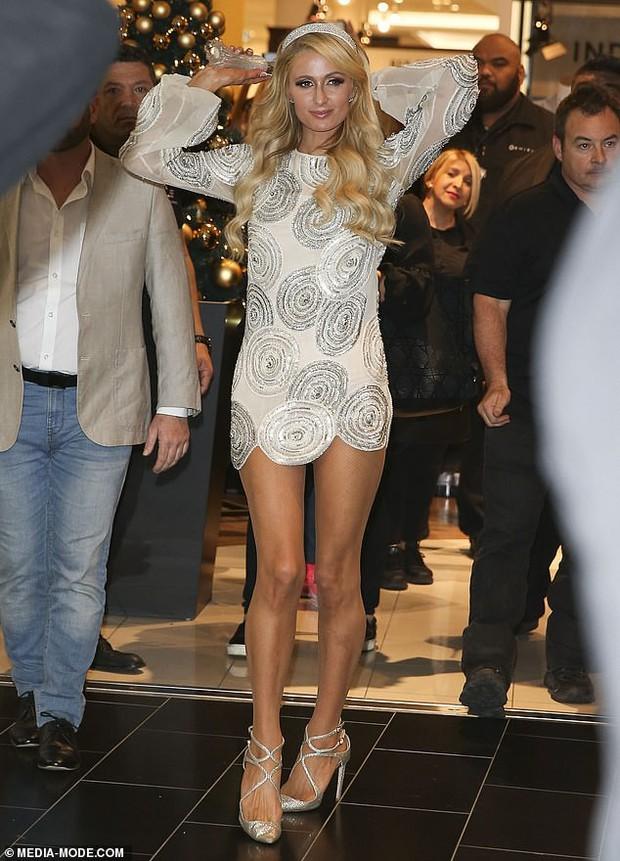 Paris Hilton: Nàng tiểu thư dù hết thời vẫn giữ được nhan sắc đầy trẻ trung và gợi cảm ở tuổi U40 - Ảnh 2.