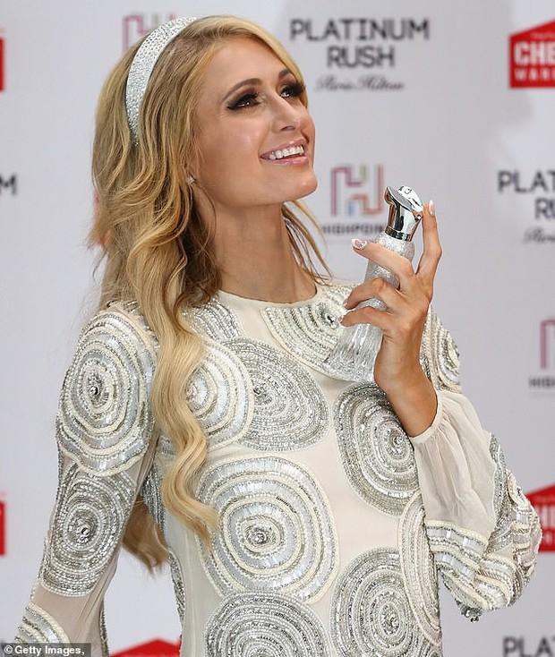 Paris Hilton: Nàng tiểu thư dù hết thời vẫn giữ được nhan sắc đầy trẻ trung và gợi cảm ở tuổi U40 - Ảnh 9.