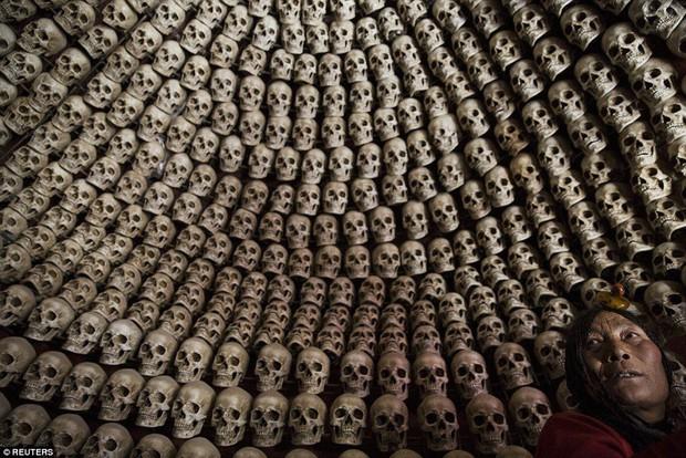 Ngôi mộ bầu trời - tục mai táng rùng rợn của người Tây Tạng - Ảnh 5.