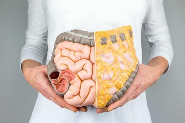 Một thói quen xấu khi ăn mà rất nhiều người mắc phải nhưng lại không biết đến các tác hại đằng sau đó - Ảnh 2.