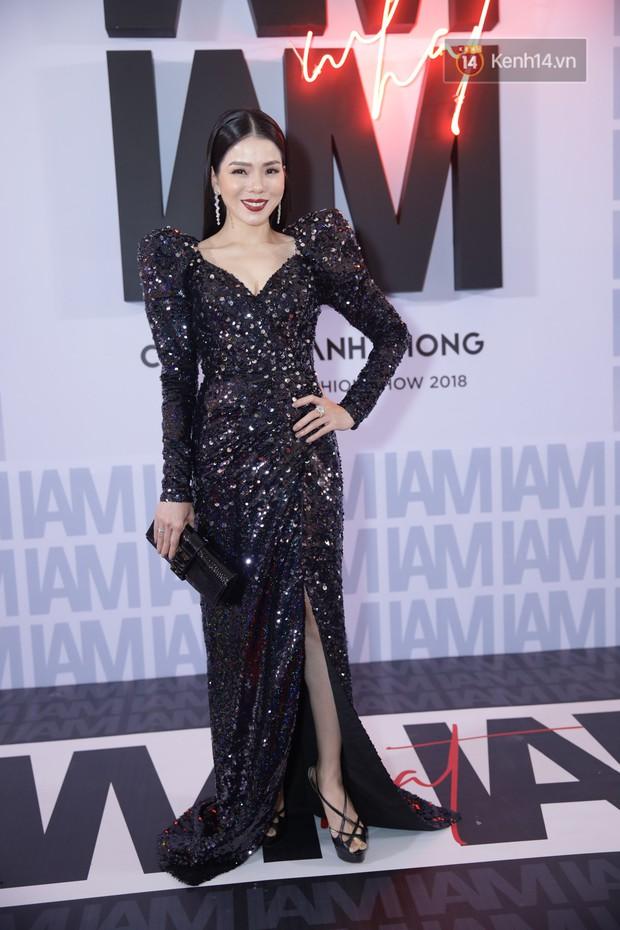 Thảm đỏ show Chung Thanh Phong: Khả Ngân thử style lạ, Quỳnh Anh Shyn giật giũ như chim sẻ đi mưa - Ảnh 24.