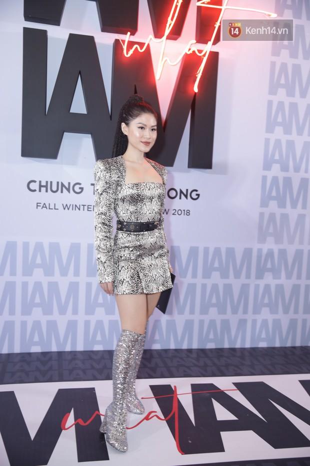 Thảm đỏ show Chung Thanh Phong: Khả Ngân thử style lạ, Quỳnh Anh Shyn giật giũ như chim sẻ đi mưa - Ảnh 25.