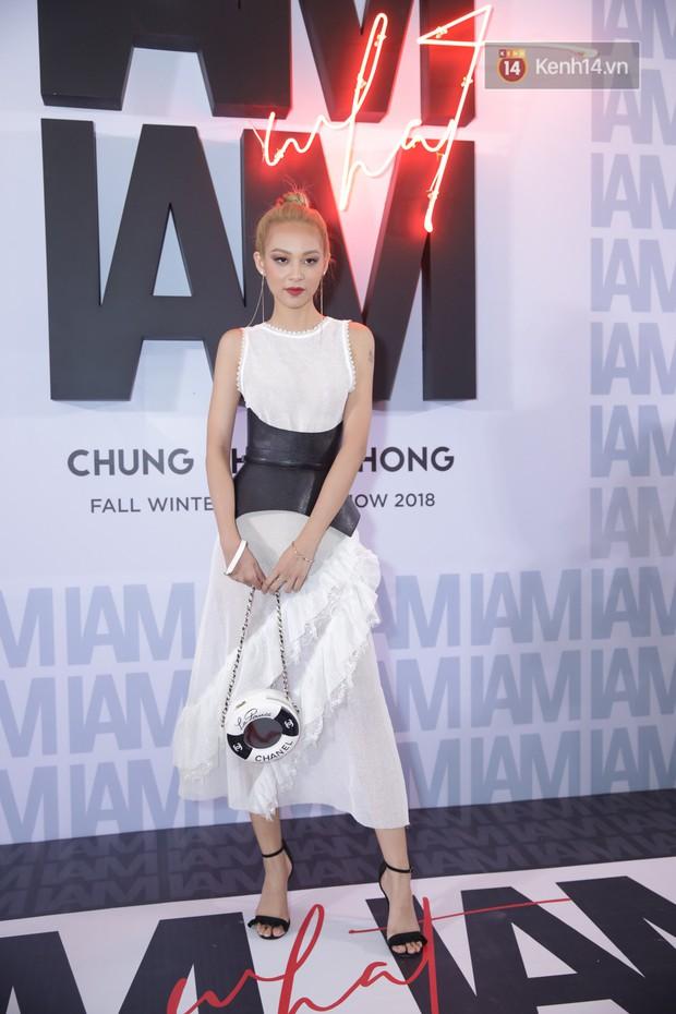 Thảm đỏ show Chung Thanh Phong: Khả Ngân thử style lạ, Quỳnh Anh Shyn giật giũ như chim sẻ đi mưa - Ảnh 18.