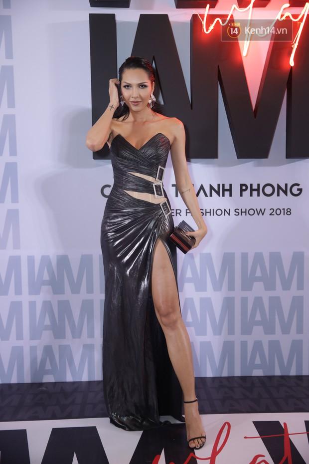 Thảm đỏ show Chung Thanh Phong: Khả Ngân thử style lạ, Quỳnh Anh Shyn giật giũ như chim sẻ đi mưa - Ảnh 20.