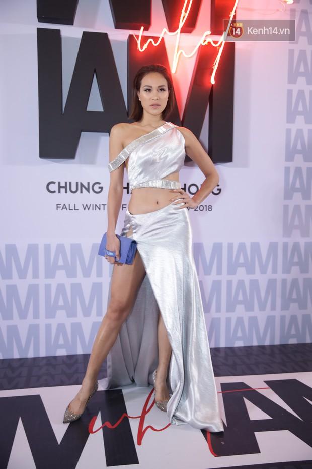 Thảm đỏ show Chung Thanh Phong: Khả Ngân thử style lạ, Quỳnh Anh Shyn giật giũ như chim sẻ đi mưa - Ảnh 28.