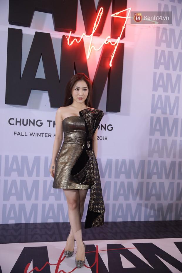 Thảm đỏ show Chung Thanh Phong: Khả Ngân thử style lạ, Quỳnh Anh Shyn giật giũ như chim sẻ đi mưa - Ảnh 14.