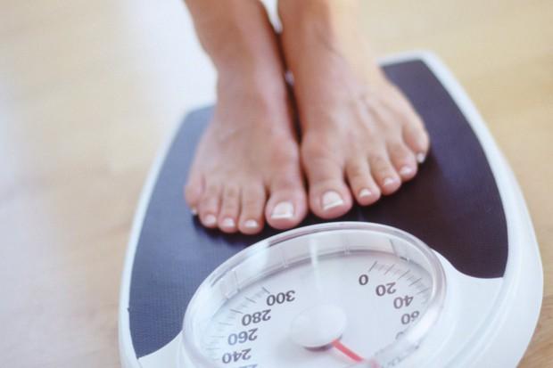 Một thói quen xấu khi ăn mà rất nhiều người mắc phải nhưng lại không biết đến các tác hại đằng sau đó - Ảnh 3.
