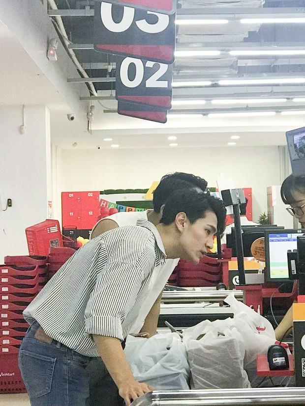 Hai trai đẹp Hàn Quốc gây bão nhờ khoảnh khắc đi siêu thị, biết được danh tính còn bất ngờ hơn! - Ảnh 1.