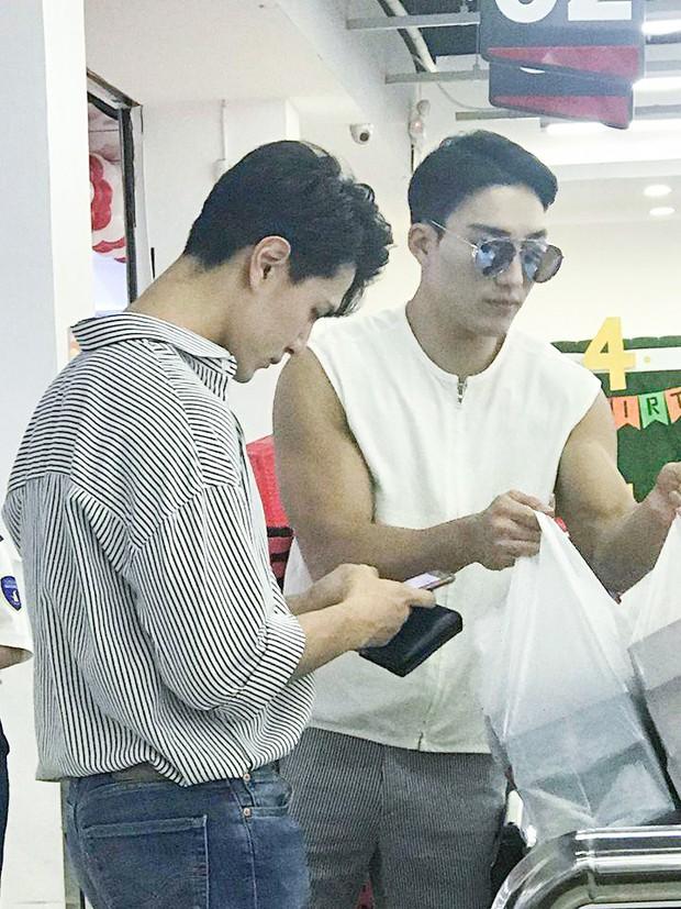Hai trai đẹp Hàn Quốc gây bão nhờ khoảnh khắc đi siêu thị, biết được danh tính còn bất ngờ hơn! - Ảnh 2.