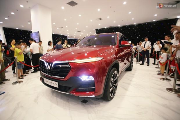 Sau màn ra mắt ấn tượng tại Hà Nội, VinFast tiếp tục thu hút hàng nghìn người dân tới tham quan và đặt mua tại Sài Gòn - Ảnh 2.