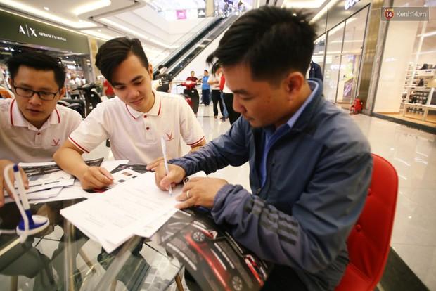 Sau màn ra mắt ấn tượng tại Hà Nội, VinFast tiếp tục thu hút hàng nghìn người dân tới tham quan và đặt mua tại Sài Gòn - Ảnh 21.